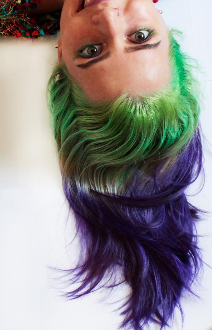 cabelo verde e roxo