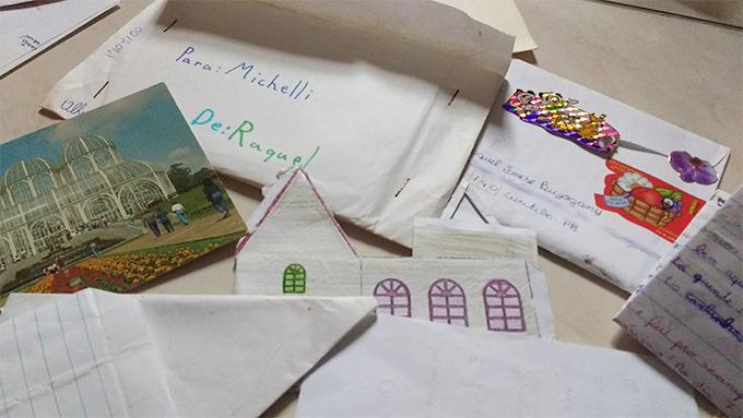 Foto de cartas antigas da minha prima pra mim