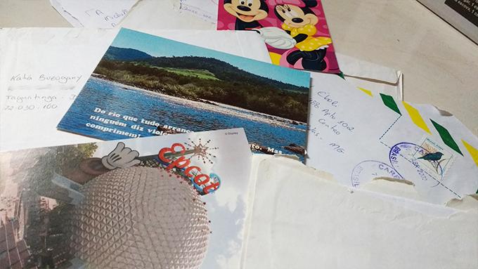 Foto de cartas antigas da minha madrinha para mim