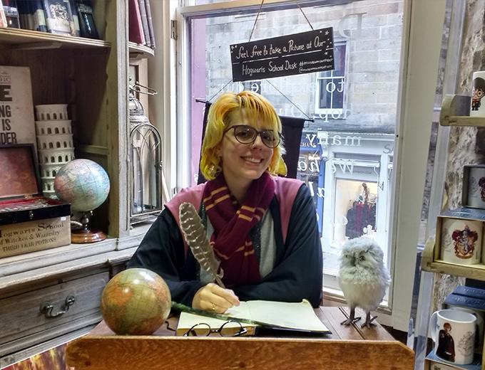 Foto na loja de Edimburgo com roupas de Harry Potter