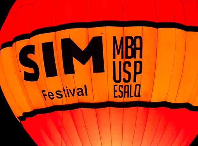 Balão com escritos SIM MBA USP ESALQ
